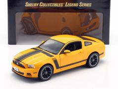 Ford Mustang Boss 302 Ano 2013 amarelo / preto 1:18 ShelbyCollectibles