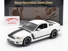 Ford Mustang Boss 302 Ano 2013 branco / preto 1:18 ShelbyCollectibles