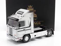 Scania 143 Streamline Vrachtwagen Bouwjaar 1992 zilver / zwart 1:18 Road Kings