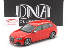 Audi RS 3 Año de construcción 2011 rojo / gris llantas 1:18 DNA Collectibles