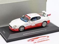 Maserati Coupe Trofeo Apresentação carro ano 2003 branco 1:43 Ixo