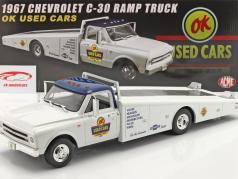 Chevrolet C-30 Ramp Truck Anno di costruzione 1967 bianca 1:18 GMP
