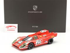 Porsche 917K #23 winnaar 24h LeMans 1970 Attwood, Herrmann Met Showcase 1:18 Spark
