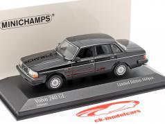 Volvo 240 GL Bouwjaar 1986 zwart 1:43 Minichamps
