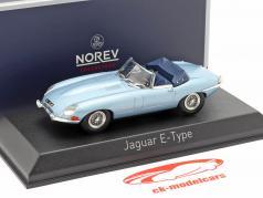 Jaguar E-Type Cabriolet Byggeår 1961 lys blå metallisk 1:43 Norev
