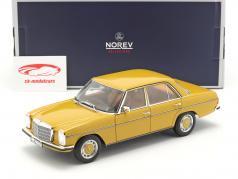 Mercedes-Benz 200/8 (W115) serie 2 Anno di costruzione 1973 Sahara giallo 1:18 Norev