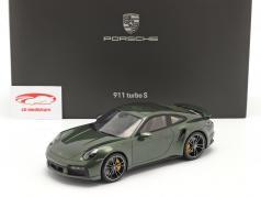 Porsche 911 (992) Turbo S Bouwjaar 2020 eik groen metalen Met Showcase 1:18 Spark