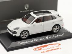 Porsche Cayenne Turbo S E-Hybrid Bouwjaar 2019 carrara Wit 1:43 Minichamps
