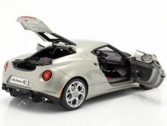 Alfa Romeo 4C Año 2013 gris metalizado una y dieciocho minutos AUTOart