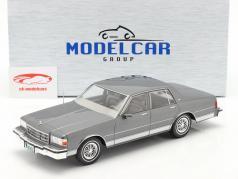 Chevrolet Caprice Classic Année de construction 1987 grise métallique 1:18 Model Car Group