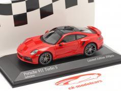 Porsche 911 (992) Turbo S 2020 guardie ✔ rosso / argento cerchi 1:43 Minichamps