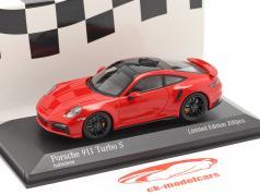 Porsche 911 (992) Turbo S 2020 警備員 赤 / 黒 リム 1:43 Minichamps