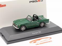 Triumph TR5 Bouwjaar 1967-68 british racing groen 1:43 Schuco