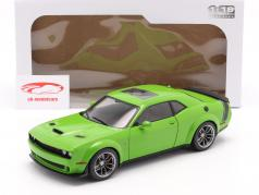 Dodge Challenger R/T Scat Pack Widebody 2020 grøn 1:18 Solido