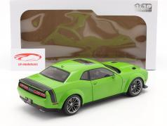 Dodge Challenger R/T Scat Pack Widebody 2020 green 1:18 Solido