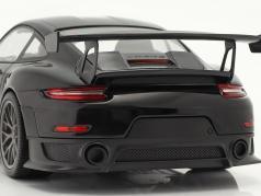 Porsche 911 (991 II) GT2 RS Weissach Package 2018 zwart / zilver velgen 1:18 Minichamps