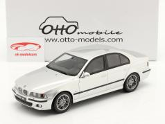 BMW E39 M5 med grå indre rum Byggeår 2002 titanium sølv 1:18 OttOmobile