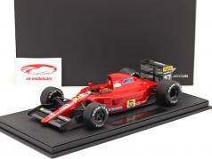 Alain Prost Ferrari 642 #27 Fórmula 1 1991 com Mostruário 1:18 GP Replicas