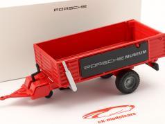 Aanhangwagen Porsche tractor rood 1:24 Welly