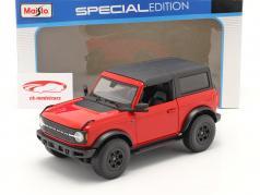 Ford Bronco Wildtrak 2 portas Ano de construção 2021 vermelho / Preto 1:18 Maisto