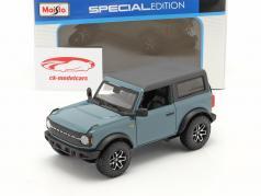 Ford Bronco Badlands 2 porte Anno di costruzione 2021 grigio-blu 1:24 Maisto