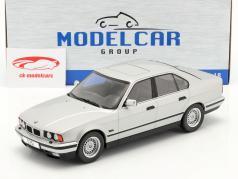 BMW 5 Series (E34) Año de construcción 1992 plata 1:18 Model Car Group