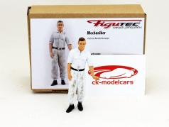 Mercedes mechanic figure shoves the race car 1:18 Figutec Figures