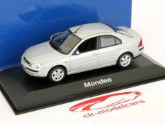 Ford Mondeo modelo sedan prata 2001 1:43 Minichamps