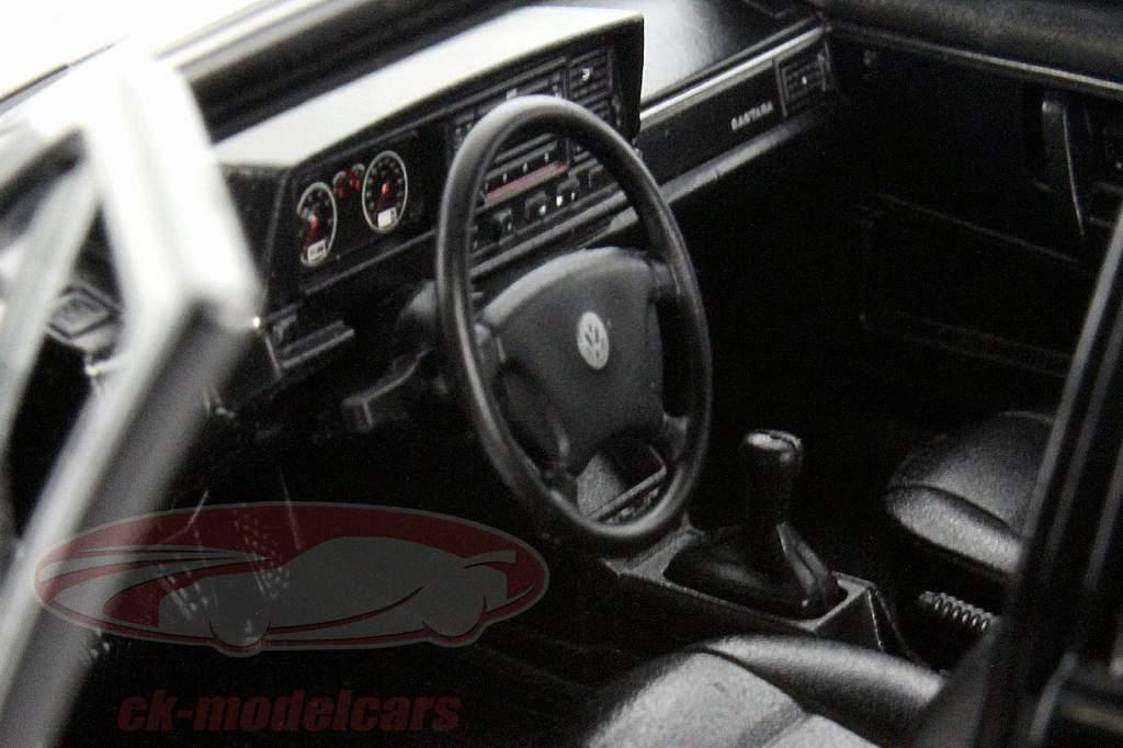 Volkswagen VW Santana nero 1:24 Welly