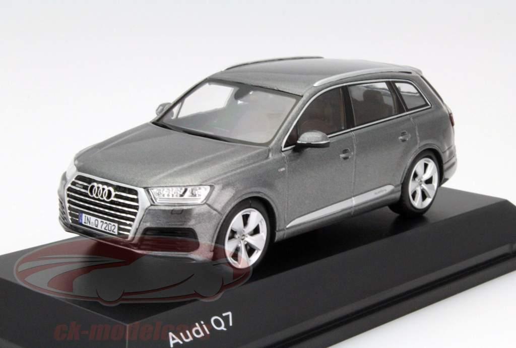Audi Q7 Baujahr 2015 graphit grau 1:43 Spark