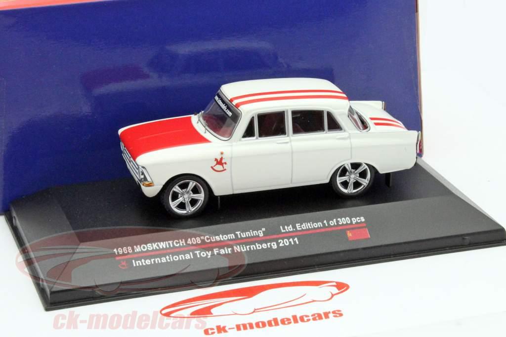 Moskwitch 408 Custom Tuning jaar 1968 Toy Fair Nürnberg 2011 wit / rood 1:43 Ixo