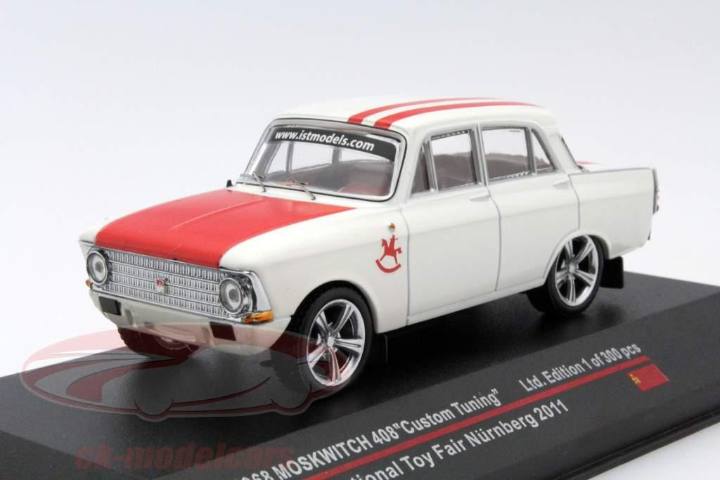 Moskwitch 408 Custom Tuning Baujahr 1968 Toy Fair Nürnberg 2011 weiß / rot 1:43 Ixo