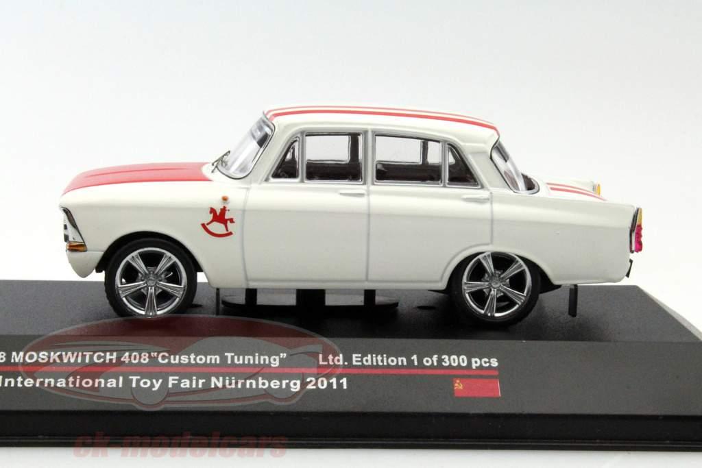 Moskwitch 408 Custom Tuning année 1968 Toy Fair Nürnberg 2011 blanc / rouge 1:43 Ixo