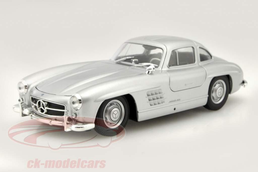 Mercedes-Benz 300 SL zilvergrijs 1:24 Welly