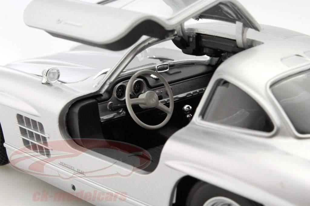 Mercedes-Benz 300 SL gris argenté 1:24 Welly