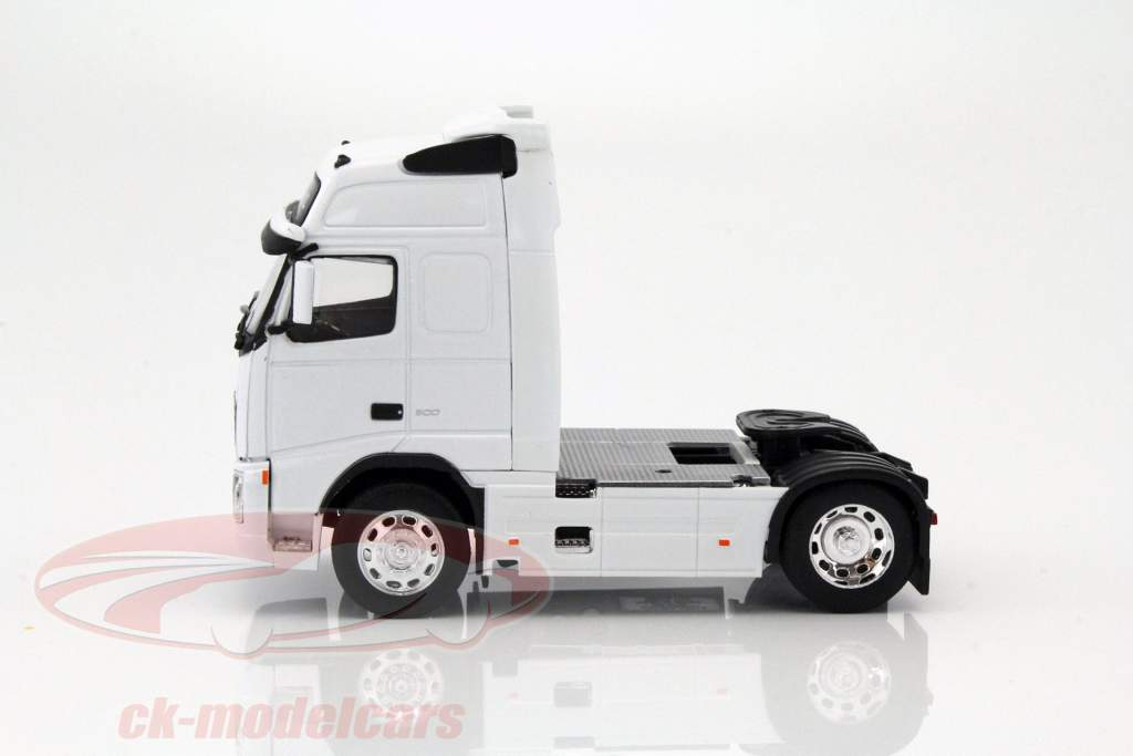 Volvo FH12 Globetrotter XL white 1:32 Welly