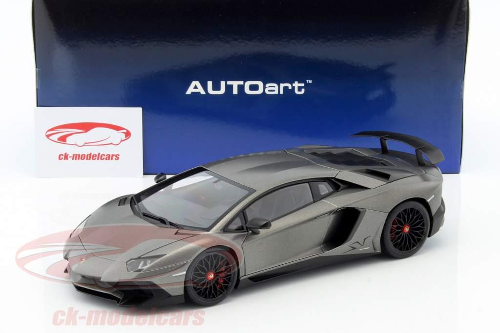 Lamborghini Aventador LP750-4 SV Baujahr 2015 matt grau 1:18 AUTOart