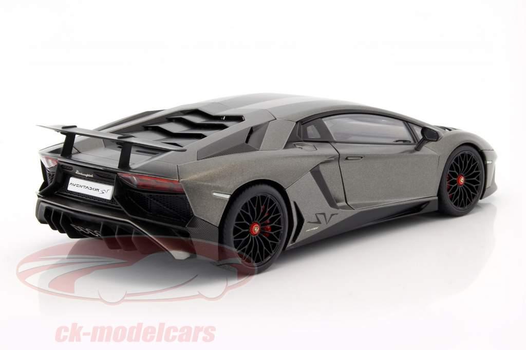 Lamborghini Aventador LP750-4 SV anno 2015 stuoia grigio 1:18 AUTOart