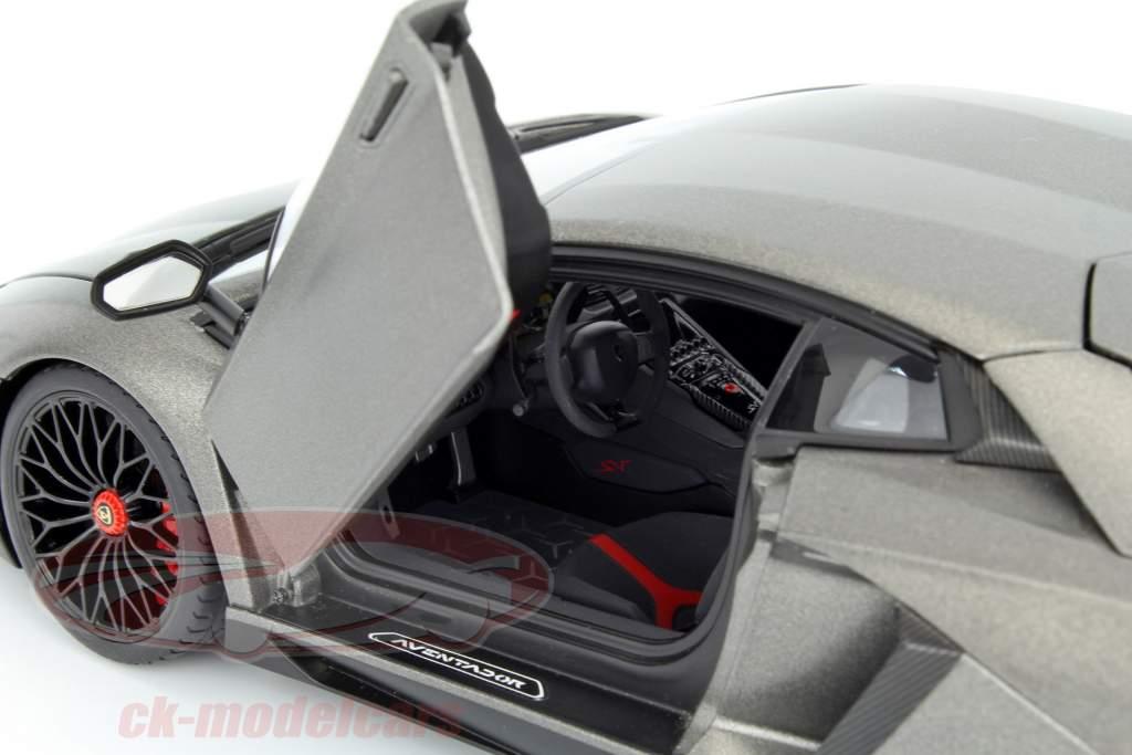 Lamborghini Aventador LP750-4 SV ano 2015 esteira cinzento 1:18 AUTOart