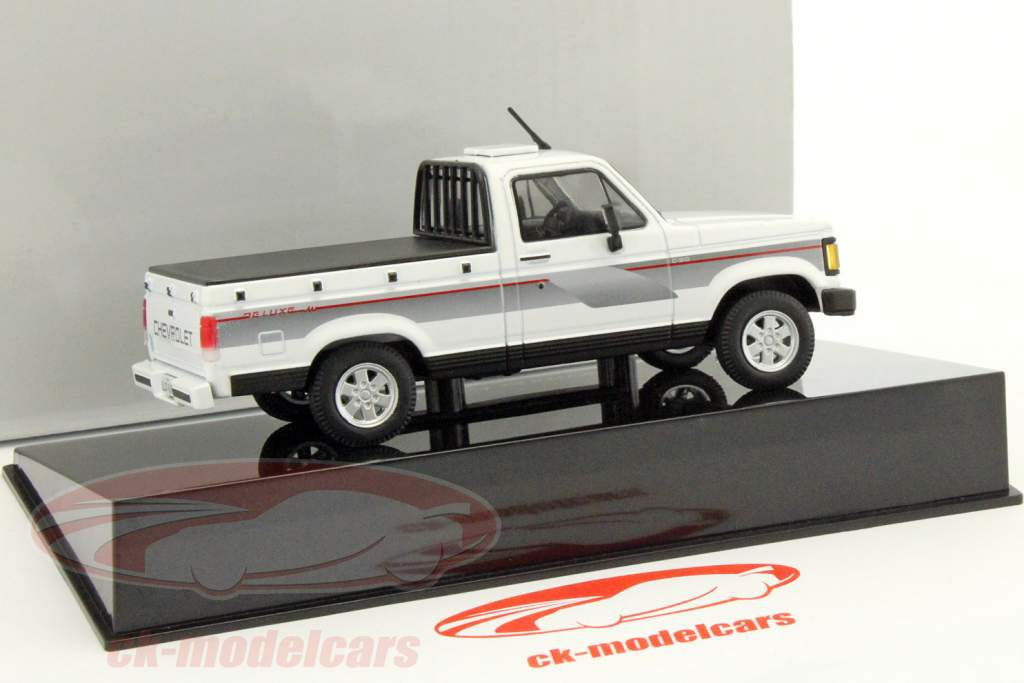 5c171da0599d Altaya 1 43 Chevrolet C-20 Pick-up year 1994 white   black magChevyC ...
