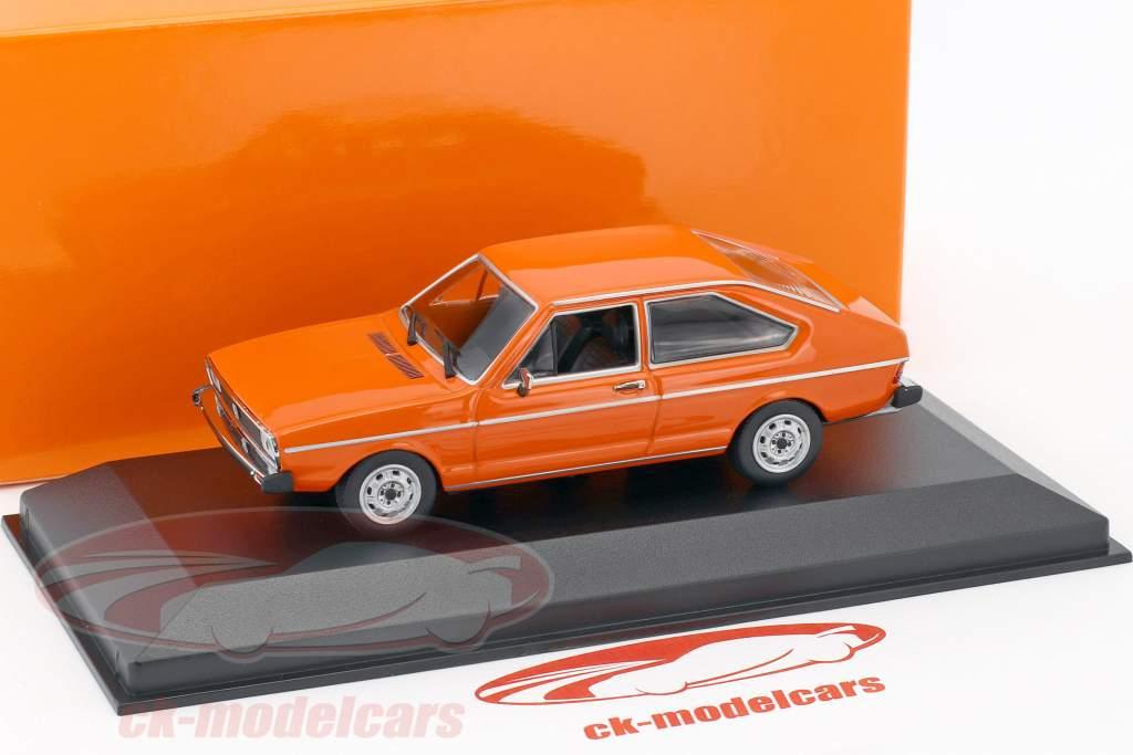 Volkswagen VW Passat anno 1975 arancione 1:43 Minichamps
