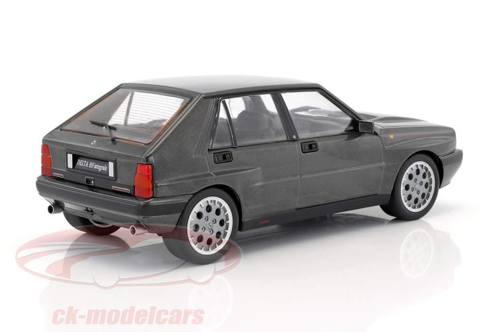 Lancia Delta HF Integrale 16V année de construction 1990 gris métallique 1:18 Triple9