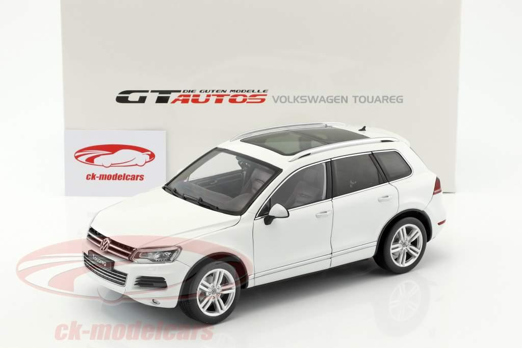 Volkswagen VW Touareg year 2012 white 1:18 Welly GTA