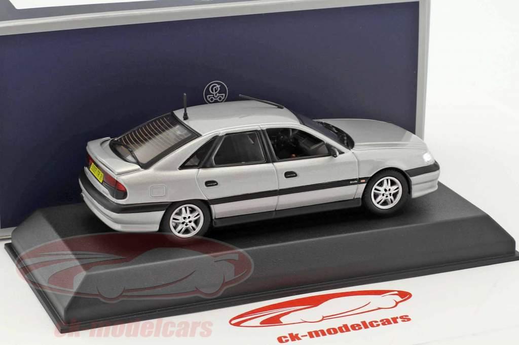 Renault Safrane Biturbo Baccara Baujahr 1993 silber metallic 1:43 Norev