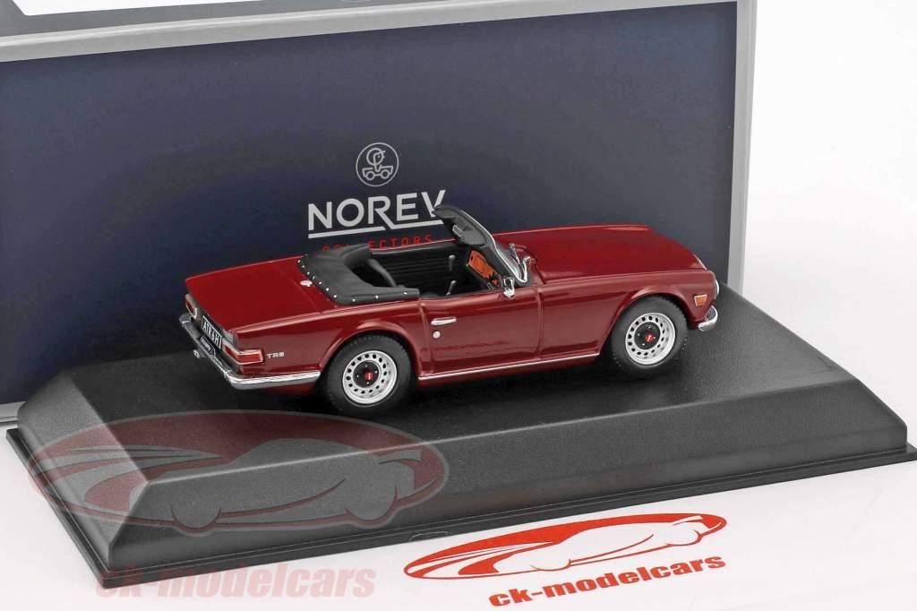 Triumph TR6 anno di costruzione 1970 damson rosso 1:43 Norev