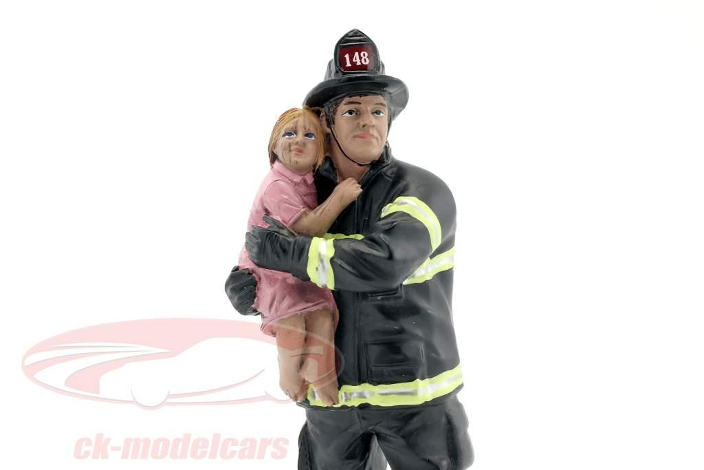 brandweerman figuur II Saving Life 1:18 American Diorama