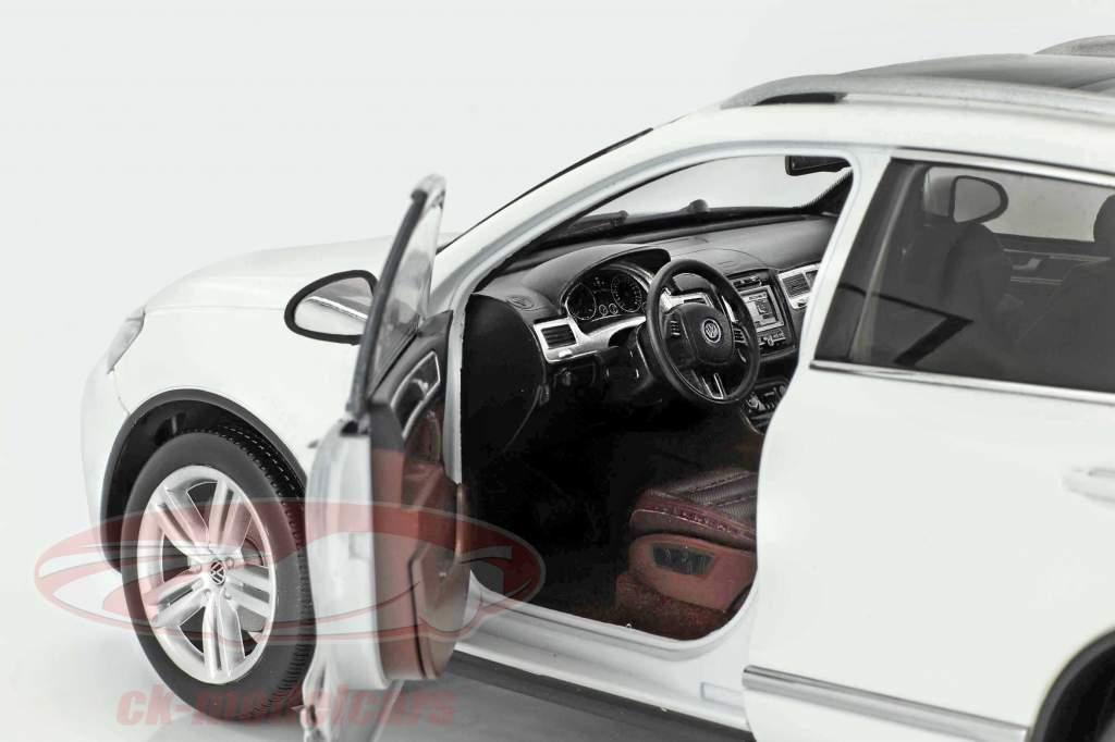 Volkswagen VW Touareg Baujahr 2012 weiß 1:18 Welly GTA