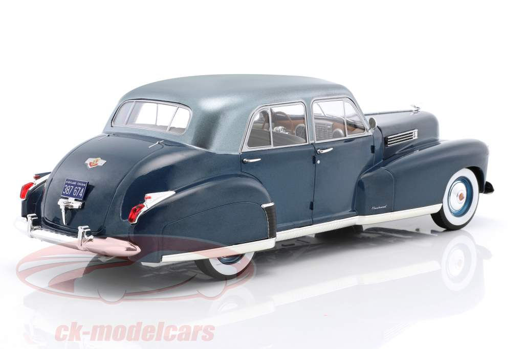 Cadillac Fleetwood Series 60 Special Sedan year 1941 blue metallic 1:18 Model Car Group