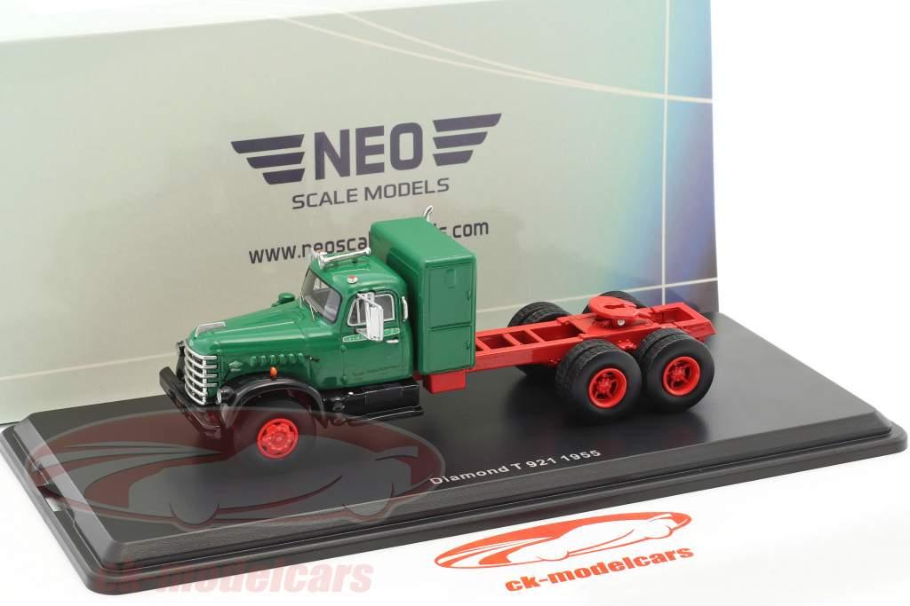 Diamond T 921 Baujahr 1955 grün / rot 1:64 Neo