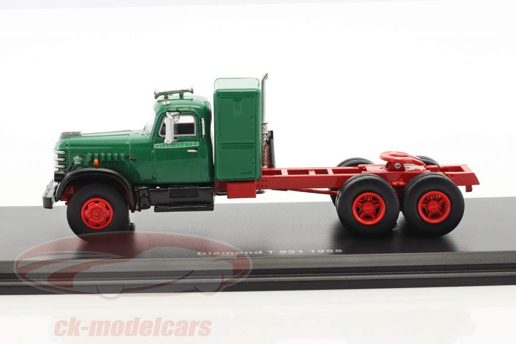 Diamond T 921 année de construction 1955 vert / rouge 1:64 Neo